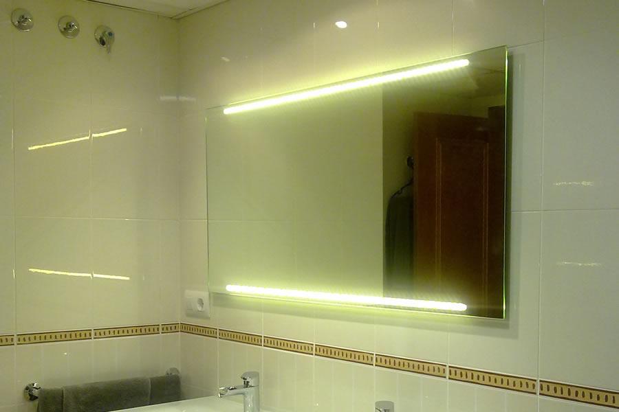 Espejos con luces led hollywood espejo iluminado con for Espejo con bombillas